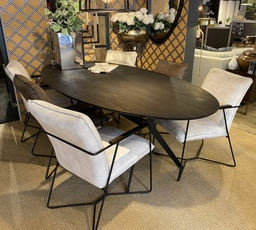Rovale dining table